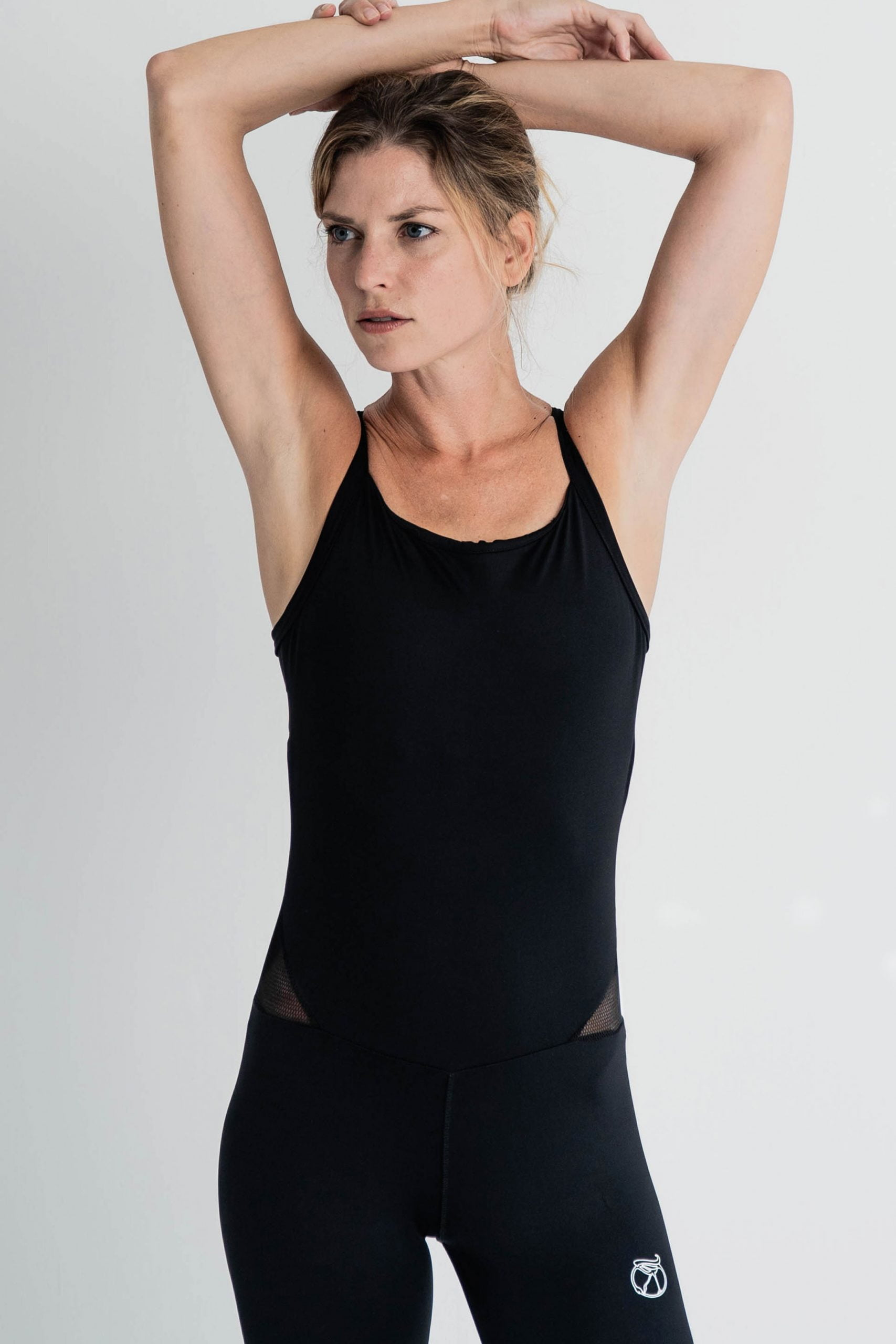 Mono negro Lilia yoga tirantes regulables